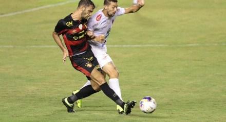 Lance do jogo entre os times do Sport e 4 de Julho válido pela Copa do Nordeste 2021. Jogo realizado no estádio da Ilha do Retiro no Recife.
