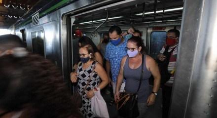 Aumento da tarifa do Metrô do Recife. Movimentação na Estação Joana Bezerra, do Metrô do Recife, na manhã desta segunda-feira (22).