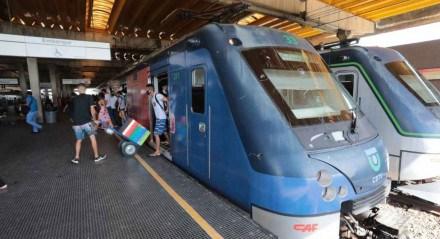 Movimentação na Estação Joana Bezerra, do Metrô do Recife, na manhã desta segunda-feira (22)