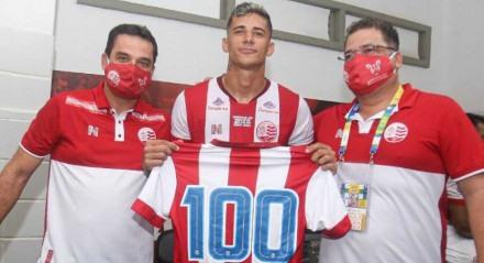 Camutanga completou 100 jogos com a camisa do Náutico na vitória por 3x1 sobre o Vera Cruz.