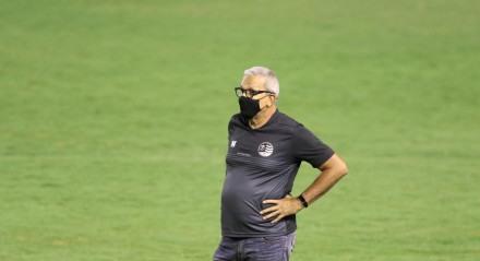 Hélio dos Anjos, Técnico do Náutico. Lances do jogo de futebol Náutico X Vitória, válido pelo Campeonato Pernambucano, no Estádio dos Aflitos.