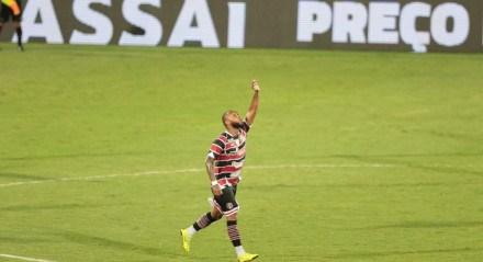 Primeiro gol do Santa Cruz feito por Chiquinho no jogo entre os times do Santa Cruz e Sport válido pela Copa do Nordeste 2021. Jogo realizado no estádio do Arruda no Recife.