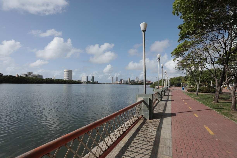 Corpo é encontrado boiando no Rio Capibaribe, na área central do Recife