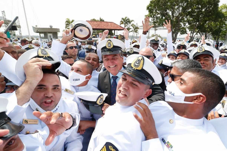 Entenda as consequências políticas do afastamento de Bolsonaro da cúpula das Forças Armadas