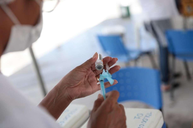 No Brasil já foram contratadas 626 milhões de doses de vacina contra a covid-19