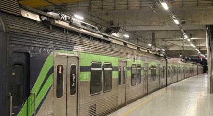 Estação Central do Recife. Um problema que afetou a linha aérea do Metrô do Recife, paralizou a Linha Sul, deixando a volta para casa de milhares de usuários complicada.