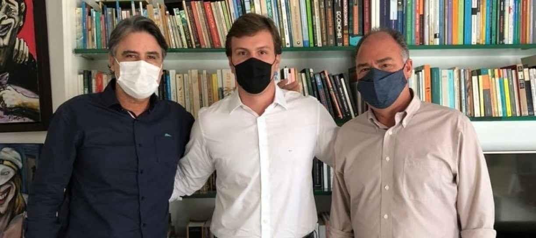 Sem definição sobre a saída do MDB da base do PSB, Miguel Coelho e Raul Henry se reúnem no Recife