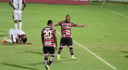 4 Gol do Santa Cruz. Lances do jogo de futebol Santa Cruz X Vera Cruz, válido pelo Campeonato Pernambucano, no Estádio do Arruda.