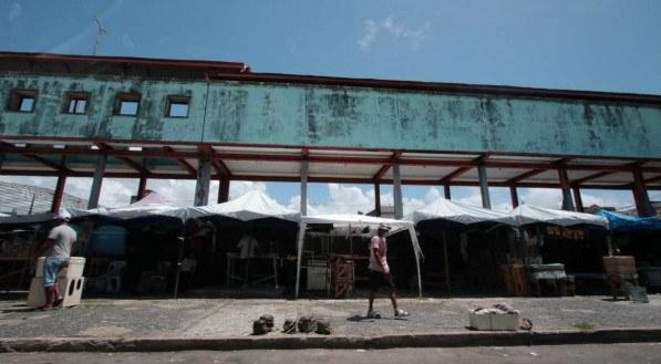 As mazelas que tomam conta do subutilizado Camelódromo da Dantas Barreto, no Centro do Recife