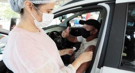 Início da vacinação de idosos de 62 anos no Recife