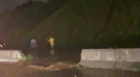 Chuva forte alaga trecho da BR-232 e deixa autoridades em alerta em Pernambuco