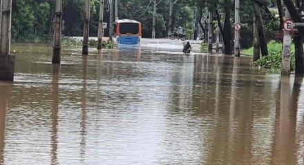Cruzamento da Avenida Recife com Dois Rios