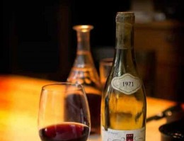 Volume de produção dos grandes nomes também segue aumentando, como o Dom Pérignon que fabrica cerca de 400.000 caixas em uma única safra, e Cristal cerca de 15.000 caixas ou mais