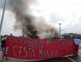 Protesto acontece na Avenida Olinda e bloqueia o sentido Olinda