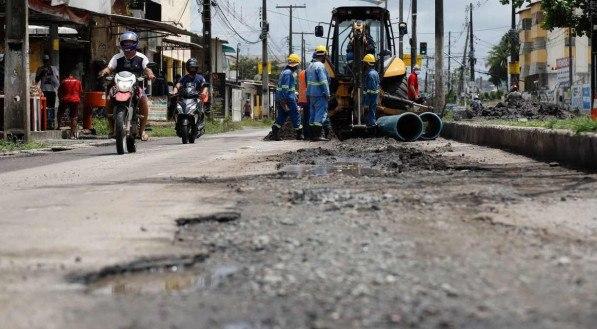 14.04.21 - MOBILIDADE - Obras ao longo da Avenida Presidente Kenedy
