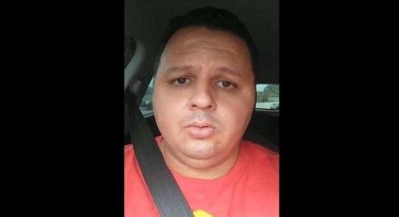 Bruno Henrique gravou um vídeo desistindo de vender a coleção de camisas do Sport após receber o apoio do volante Marcão