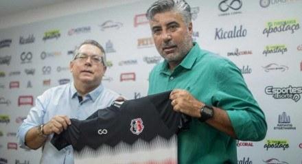 O técnico Alexandre Gallo foi apresentado para a imprensa nesta quinta-feira (15).