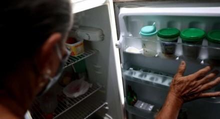 A aposentada Maria José, de 70 anos, sustenta a casa com um salário mínimo e precisa contar com doações para ter o que comer durante todo o mês