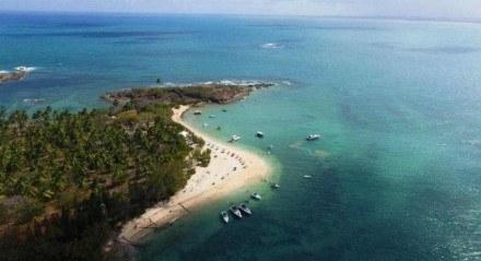 A Ilha de Santo Aleixo, em Sirinhaém, é uma boa opção para curtir o feriado sem aglomerações e em contato com a natureza.