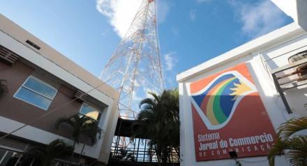 Antena do SJCC. Montagem da antena da Rádio Jornal.