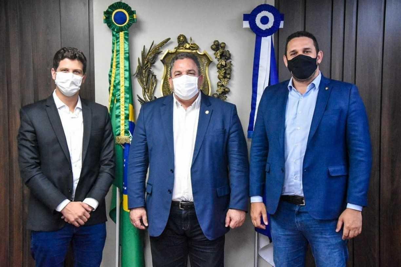 Cotado para o Senado, presidente da Alepe elogia vacinação do Recife, criticada pela oposição