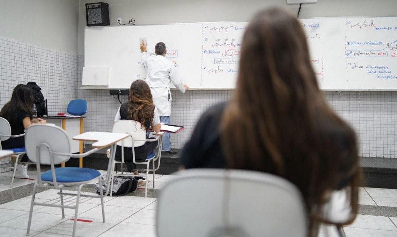 Por causa das chuvas, instituições de ensino suspendem aulas presenciais nesta sexta (14) no Grande Recife