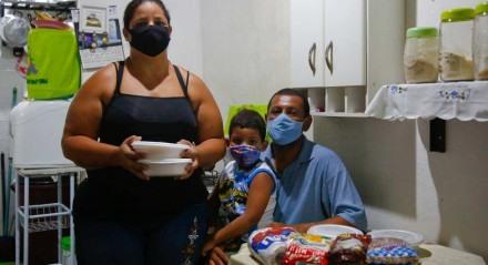 Personagens: Danielle Bruno Nascimento Palavras-chave: Fome - Comida - Doação - Ong - Marmita - Alimento - Cesta Básica ##
