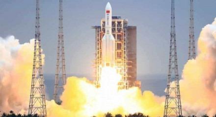 Lançamento do foguete Long March 5B na China