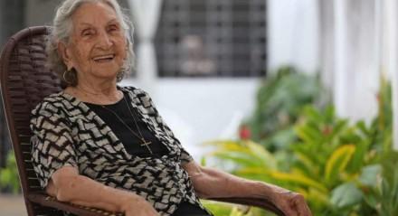 Guiomar vai receber o carinho dos filhos e netos de longe. Eles farão uma carreata na frente da casa dela, em Olinda
