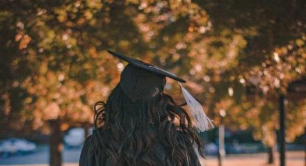 O Master in Business Administration é um curso lato sensu, ou seja, uma pós-graduação que pode ser feita por qualquer pessoa com curso superior completo