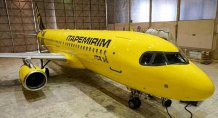 Avião da empresa Itapemirim que vai passar a oferecer voos comerciais