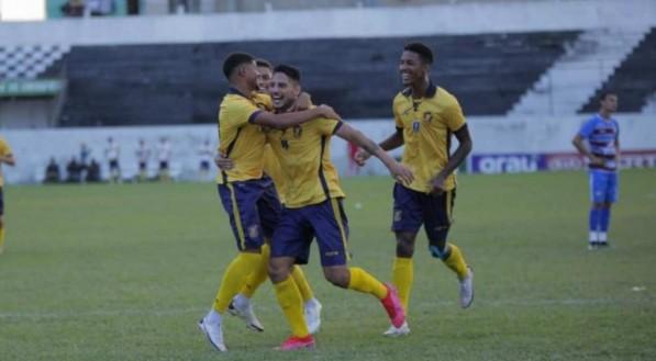 YTALO SILVA/RETRÔ FC
