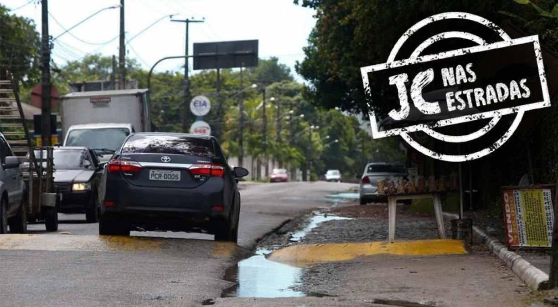 Estrada de Aldeia, no Grande  Recife, é teste diário contra a vida