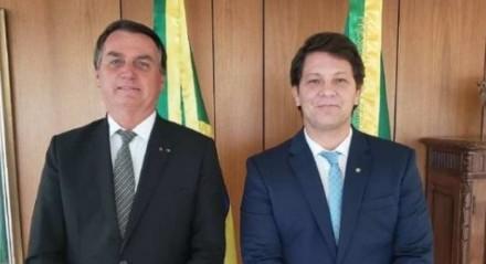 O secretário especial de cultura, Mario Farias, ao lado do presidente Jair Bolsonaro (sem partido).