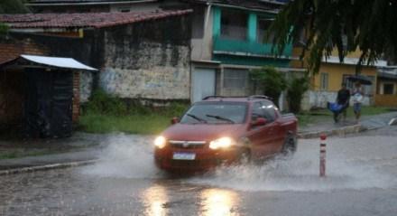 Fortes chuvas causam alagamento em ruas da cidade de Rio Formoso, na Zona da Mata Sul de Pernambuco (13/05/2021)