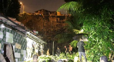 Deslizamento de barreira em Jaboatão dos Guararapes