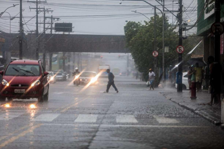 Após horas de chuvas quase ininterruptas, veja as localidades que tiveram o maior acumulado de água em Pernambuco