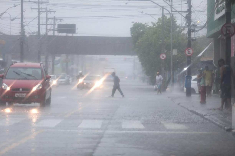 Recife registra em 12 horas 36% da chuva esperada para todo o mês de maio