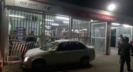 Motorista perdeu o controle e atingiu pedestres após ser baleado