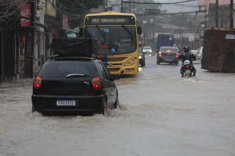 Ônibus do Grande Recife deixaram de fazer quase 4 mil viagens por causa das fortes chuvas