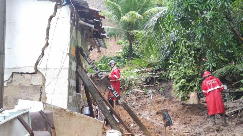 Morte, deslizamentos de barreiras, interdição de vias: o balanço das chuvas nas últimas horas no Grande Recife