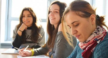 O estágio pode ser a porta de entrada do mercado de trabalho para os estudantes universitários