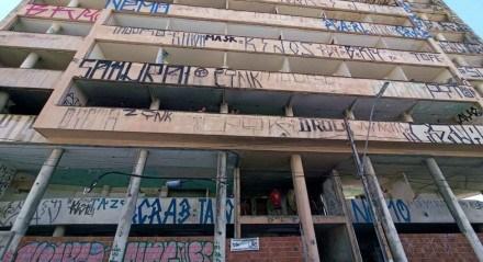 Antigo prédio do INSS, localizado no Centro do Recife, foi ocupado na manhã desta segunda-feira (17)