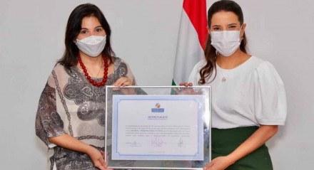 Aniversário de Caruaru: A deputada Priscila Krause e a prefeita Raquel Lyra durante homenagem na Câmara Municipal