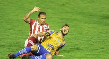 Lances do jogo entre os times do Náutico (PE) e do CSA (AL), válido pela Campeonato Brasileiro da série B 2021. Partida realizada no estádio dos Aflitos no Recife.