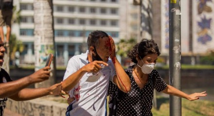 Daniel Campelo da Silva, conhecido como Daniel Adesivos, é morador do bairro dos Torrões, na Zona Oeste do Recife