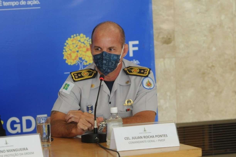 Enquanto milhões de brasileiros aguardam imunização, coronel que furou fila de vacina ganha cargo no governo