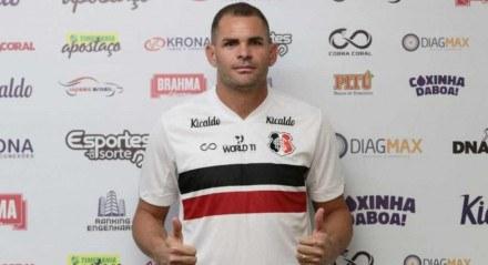 Wallace Pernambucano se apresentou ao Santa Cruz nesta quarta-feira (2)