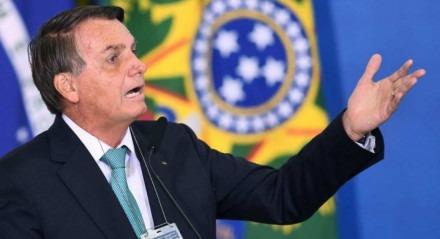Inquérito dos atos antidemocráticos alcança Bolsonaro ao detectar perfis de disseminação de desinformação usados em endereços ligados a ele