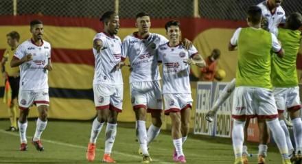 Assim como foi contra o CSA, o Náutico venceu o Vitória por 1x0 e com gol de Jean Carlos.
